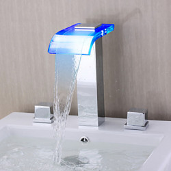 Modern Romeins bad LED Waterval with Keramische ventiel Twee handgrepen drie gaten for Chroom Badkraan