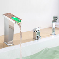 Modern Romeins bad LED Waterval Wide spary with Keramische ventiel Single Handle drie gaten for Chroom Badkraan