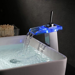 Modern Middenset LED Waterval with Keramische ventiel Single Handle Een Hole for Olie-Gewreven Brons Wastafel kraan