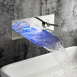 Modern Muurbevestigd LED Waterval with Keramische ventiel Single Handle twee gaten for Chroom Wastafel kraan